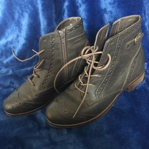 White Mountain Brown Ankle Boots